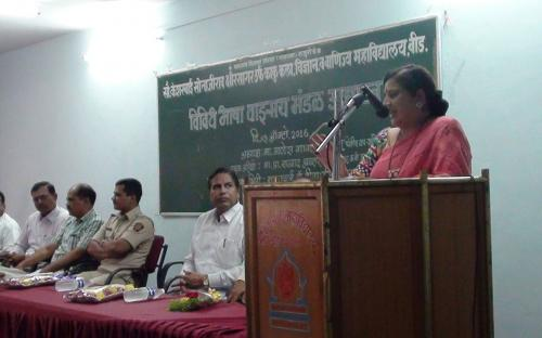 Dr. Mrs  Deepa  Kshirsagar (Principal)  Guiding the  students.